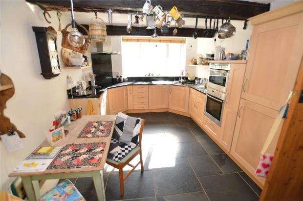 3 Bedrooms Semi Detached House for sale in South Street, Denbury, Newton Abbot, Devon