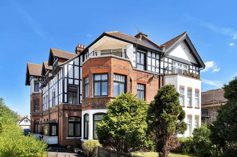 1 Bedroom Flat for sale in Imperial Avenue, Westcliff-On-Sea