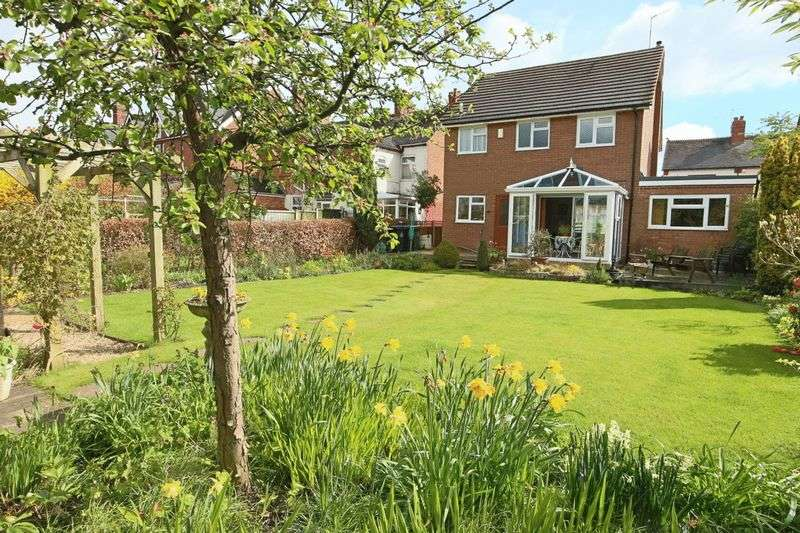 4 Bedrooms Detached House for sale in Victoria Road, Market Drayton