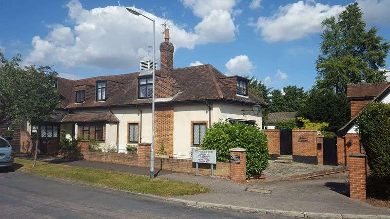 5 Bedrooms Detached House for sale in Stanmore Way, Loughton