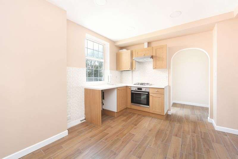 3 Bedrooms Flat for sale in Elder Gardens, London