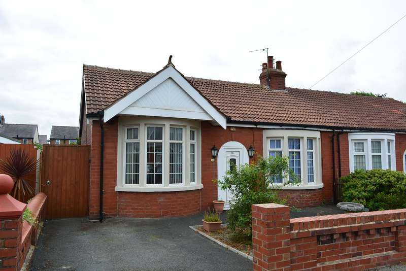 3 Bedrooms Detached House for sale in Selby Avenue, South Shore, Blackpool, FY4 2LY
