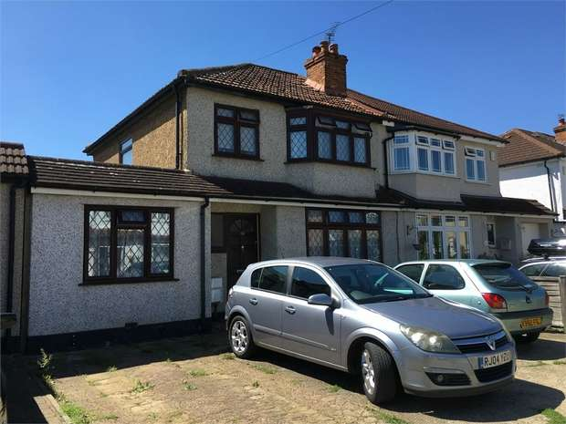 3 Bedrooms Semi Detached House for sale in Limecroft Close, West Ewell