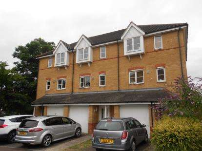 3 Bedrooms Terraced House for sale in Redwood Grove, Bedford, Bedfordshire