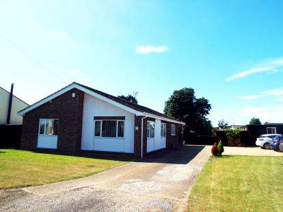 3 Bedrooms Bungalow for sale in Tilney St. Lawrence, King's Lynn, Norfolk