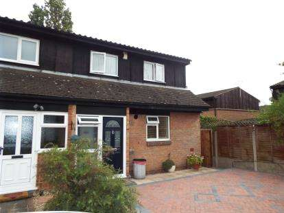 3 Bedrooms Semi Detached House for sale in Harold Hill, Essex, Romford
