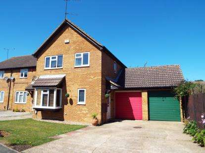 4 Bedrooms Link Detached House for sale in Goldcrest Close, Luton, Bedfordshire