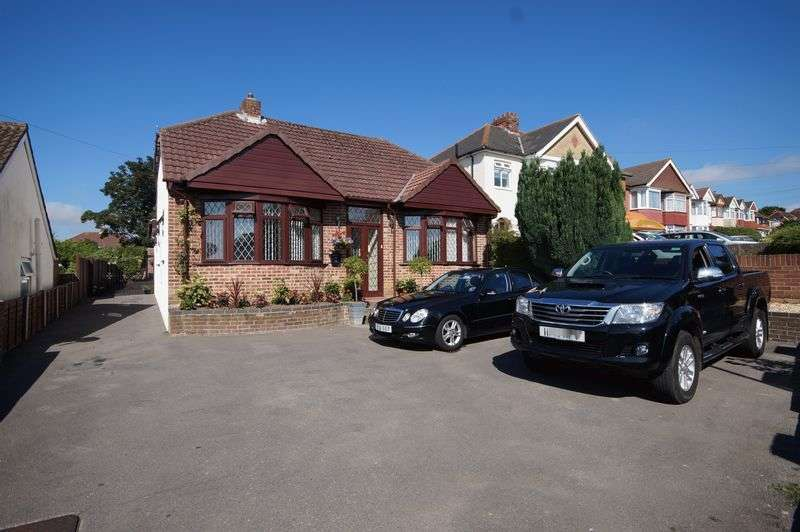 4 Bedrooms Detached Bungalow for sale in Hill Road, Portchester, Fareham, PO16