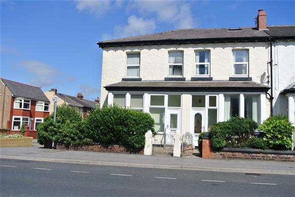 5 Bedrooms End Of Terrace House for sale in Buchanan Street, Blackpool