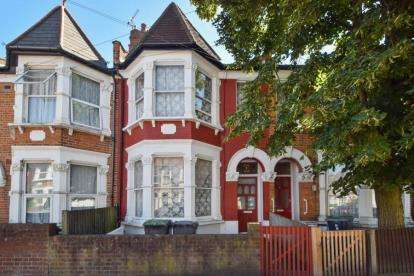 3 Bedrooms Terraced House for sale in Whymark Avenue, London