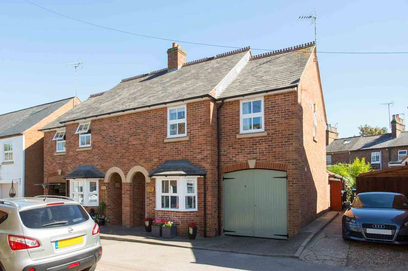 3 Bedrooms Semi Detached House for sale in Castle Row, Albert Street