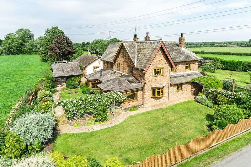 5 Bedrooms Detached House for sale in Marsh Lane, Crowton