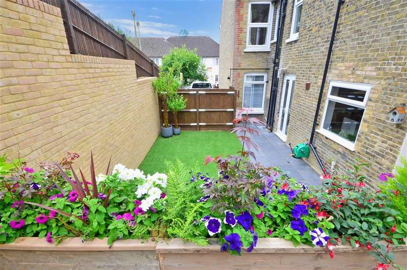 3 Bedrooms Semi Detached House for sale in Lower Road, River, Dover, Kent