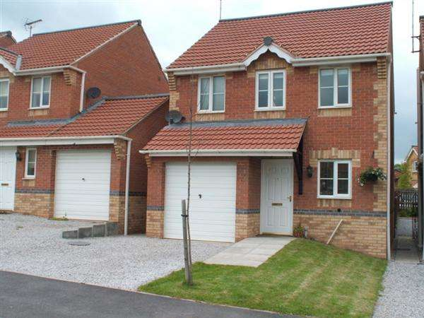 3 Bedrooms Detached House for sale in Chestnut Drive, Creswell, Worksop