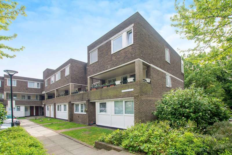 3 Bedrooms Maisonette Flat for sale in Augustus Close, Brentford, TW8