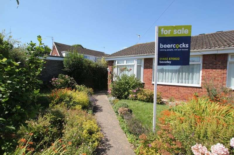 2 Bedrooms Semi Detached Bungalow for sale in Castle Close, Leconfield