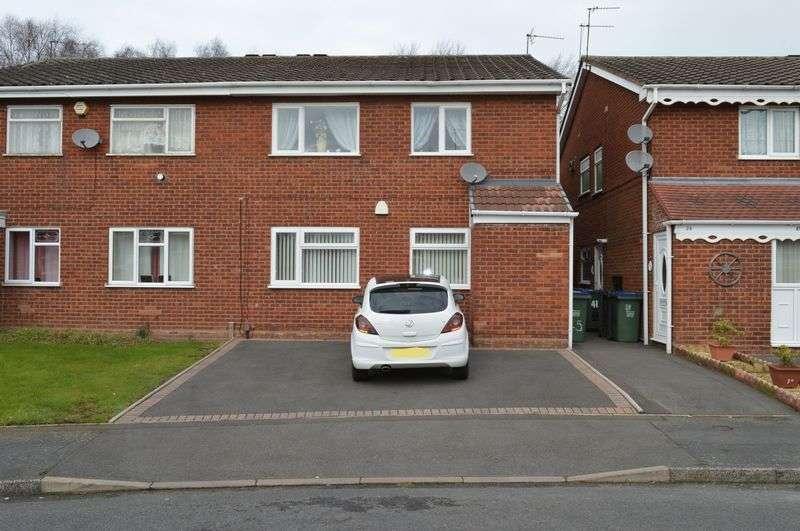 2 Bedrooms Flat for sale in Warren Close, Tipton