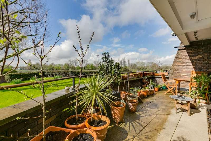2 Bedrooms Flat for sale in Elm Lodge, Fulham SW6