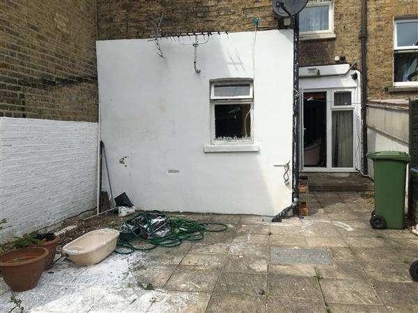 1 Bedroom Flat for sale in Roydene Road, Plumstead, LONDON