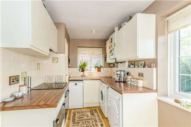 2 Bedrooms Maisonette Flat for sale in Cavendish Gardens, REDHILL, RH1 4AQ