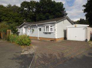 2 Bedrooms Mobile Home for sale in Shirkoak Park, Woodchurch, Ashford, Kent