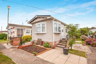 2 Bedrooms Bungalow for sale in Prince Of Wales Residential Park, Burmarsh Road, Hythe, England