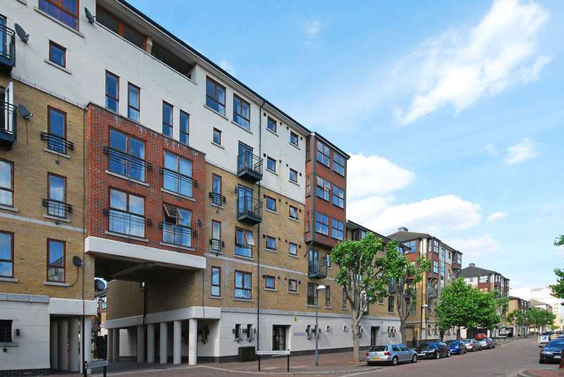 2 Bedrooms Flat for sale in Windsor Hall, Silvertown, E16