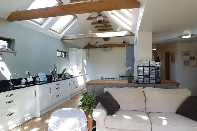 4 Bedrooms Detached Bungalow for sale in Farnsworth Avenue, Rainworth, Mansfield