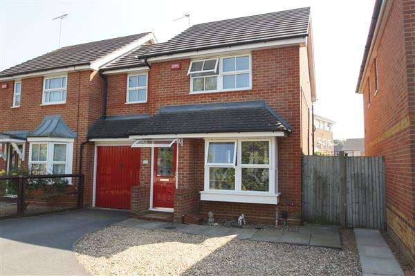 3 Bedrooms Semi Detached House for sale in Gowings Green, Cippenham, Slough