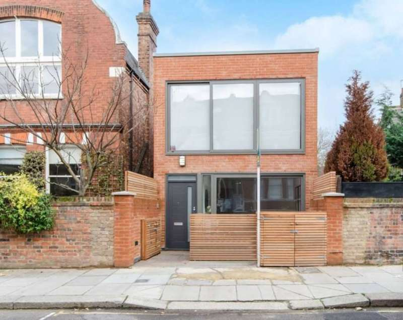 2 Bedrooms Detached House for sale in Sumatra Road, West Hampstead