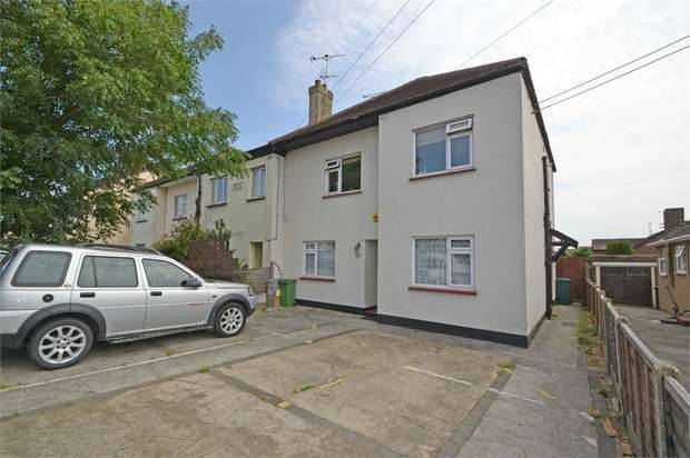 2 Bedrooms Flat for sale in Hart Road, Benfleet, Essex