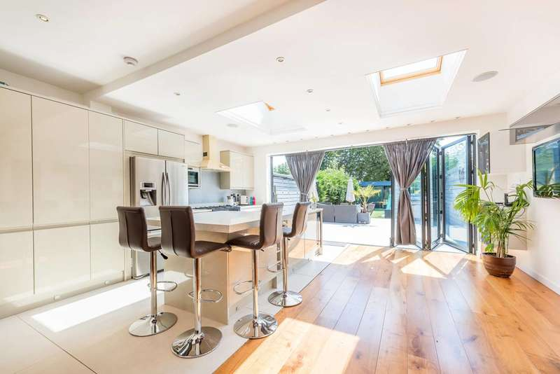 3 Bedrooms House for sale in Popes Lane, Ealing, W5