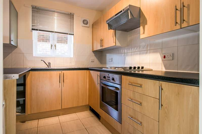 1 Bedroom Flat for sale in Maroons Way, Catford, London, SE6