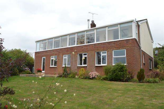 5 Bedrooms Detached House for sale in Chapel Downs Drive, Crediton, Devon
