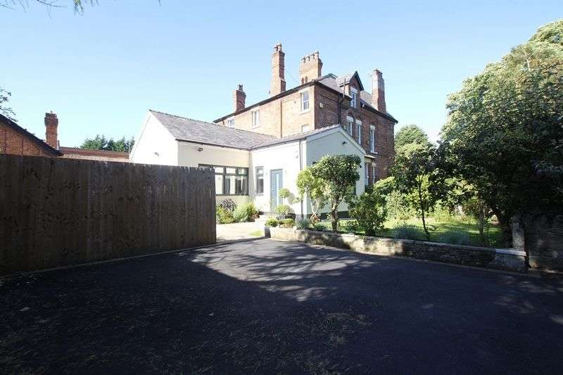 2 Bedrooms Semi Detached Bungalow for sale in Budworth Road, Oxton, Wirral