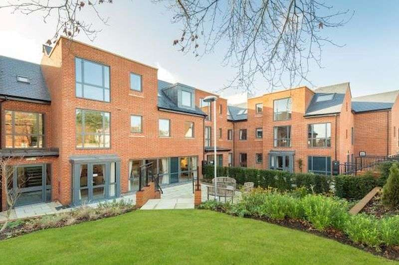 2 Bedrooms Flat for sale in Platinum Range SHOWHOME at Turner House in Midhurst, West Sussex