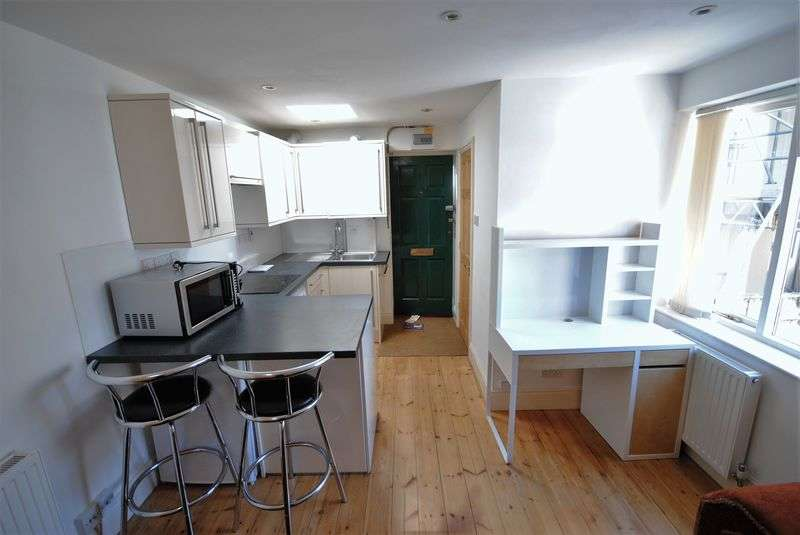 1 Bedroom Property for sale in Conveniently located city centre studio apartment