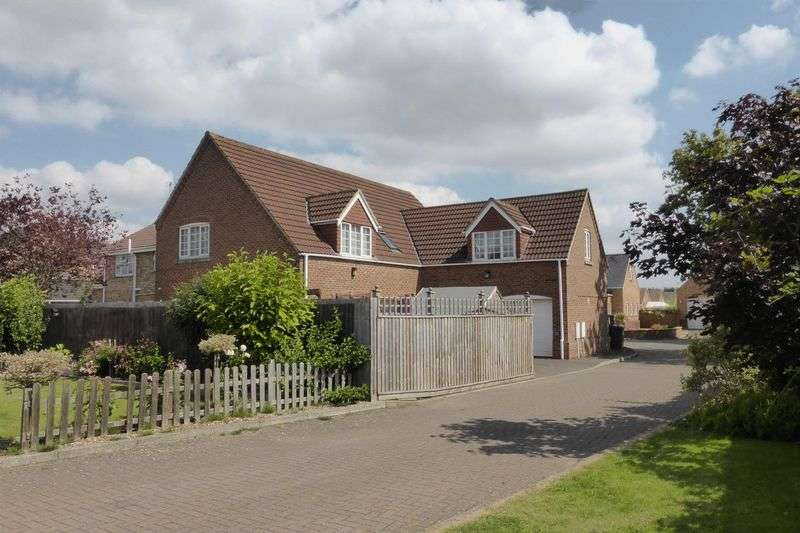 4 Bedrooms Detached House for sale in Harpers Court, Emneth, Norfolk