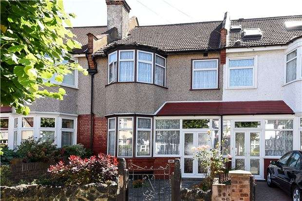 3 Bedrooms Terraced House for sale in Vectis Road, SW17