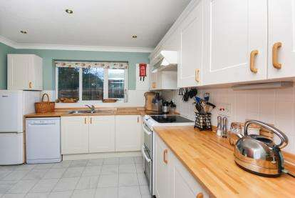 3 Bedrooms Bungalow for sale in Bembridge, Isle Of Wight