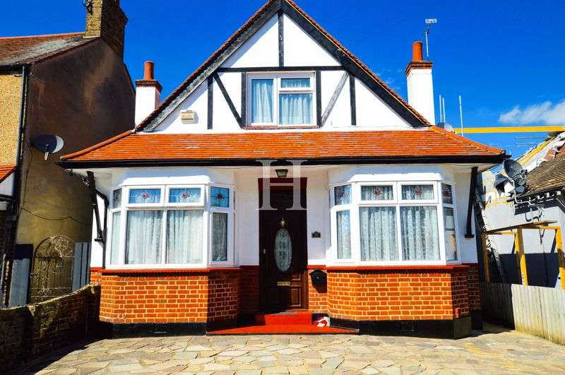 4 Bedrooms Detached Bungalow for sale in Southchurch, Southend-On-Sea, Essex, SS2