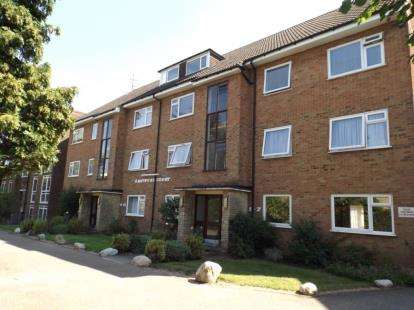 2 Bedrooms Flat for sale in Eastbury Court, 37 Lyonsdown Road, New Barnet
