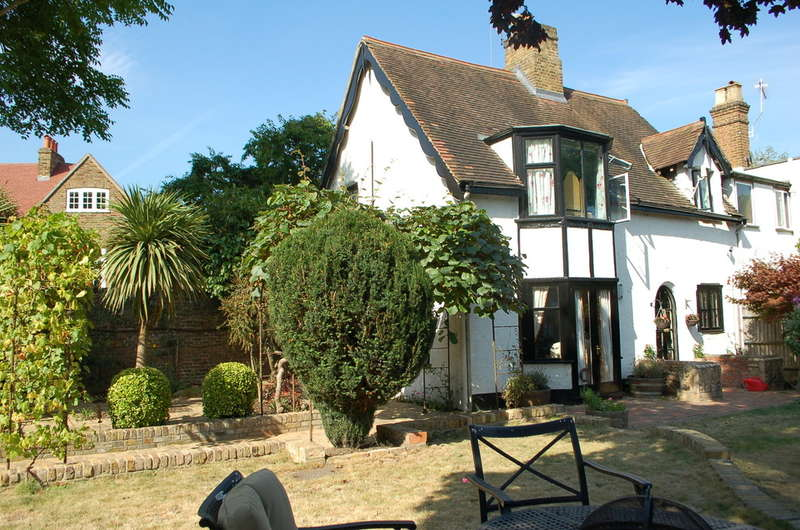 2 Bedrooms Cottage House for sale in Hampton