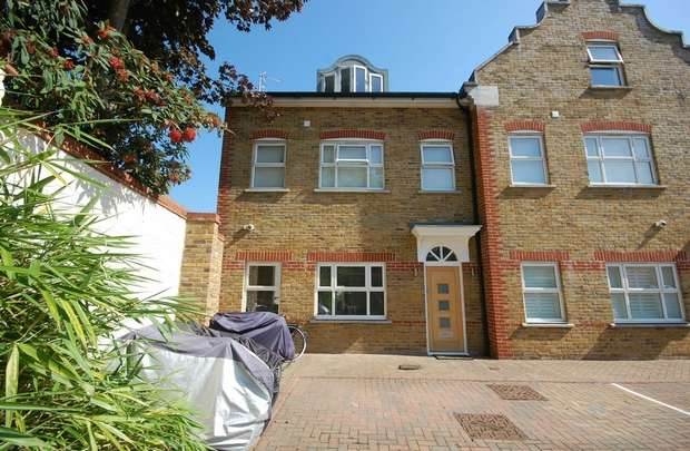 3 Bedrooms Flat for sale in High Street, Hampton Hill