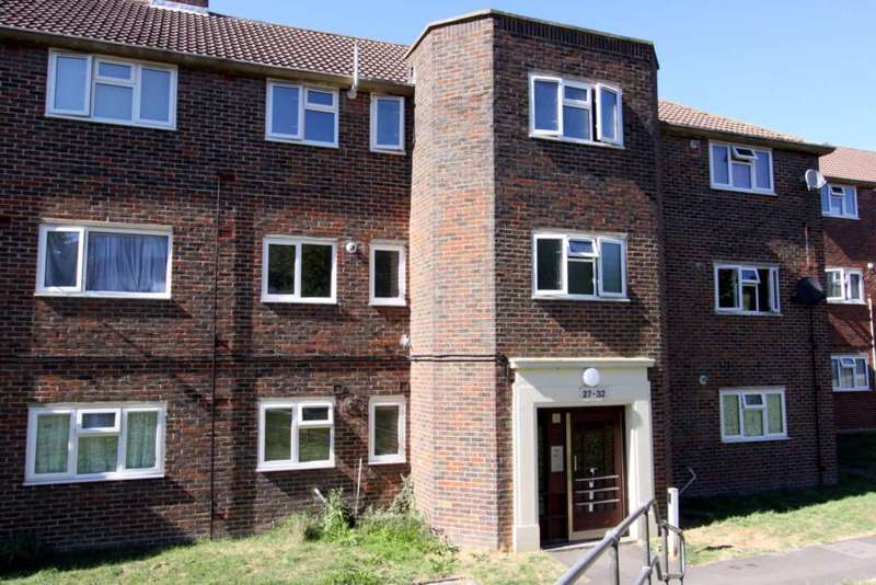 2 Bedrooms Flat for sale in Cambria Avenue, Rochester