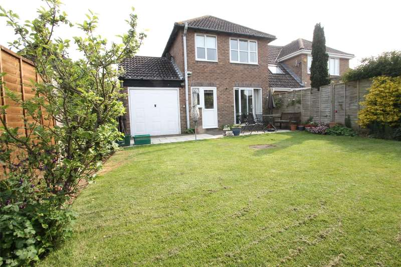 3 Bedrooms Detached House for sale in Chatsworth Drive, Rustington, West Sussex, BN16