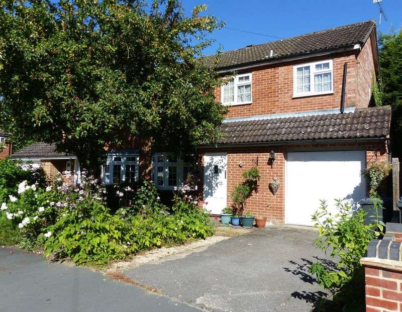 4 Bedrooms Semi Detached House for sale in COOKHAM