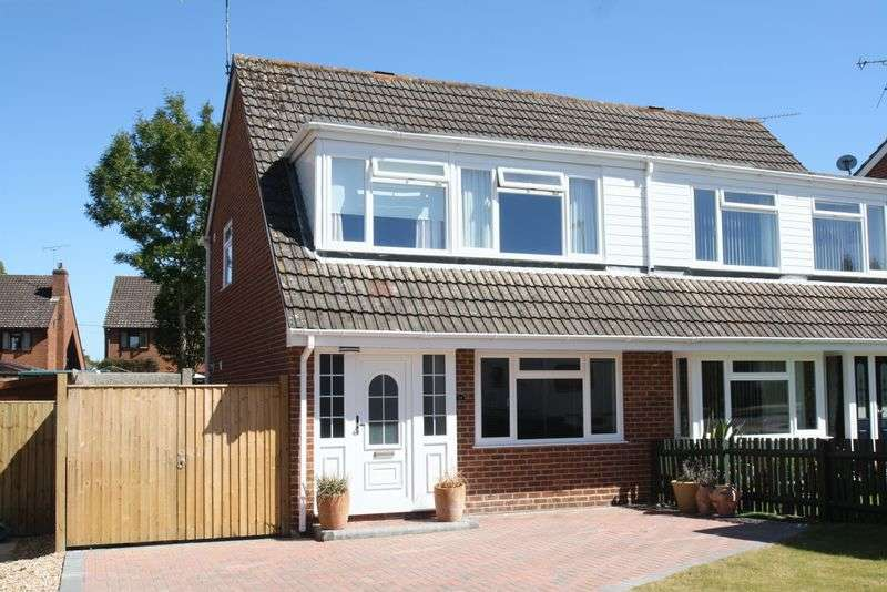 3 Bedrooms Semi Detached House for sale in Waltham Chase