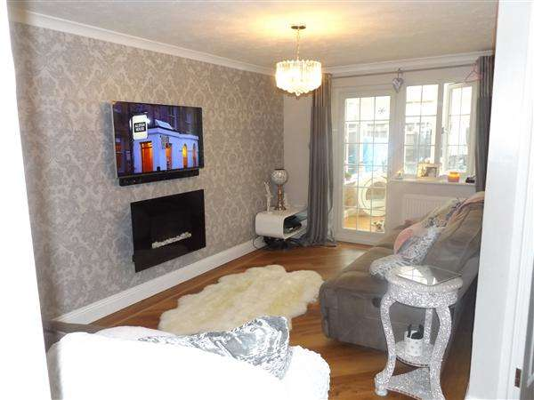 3 Bedrooms Semi Detached House for sale in Danbury Crescent, South Ockendon