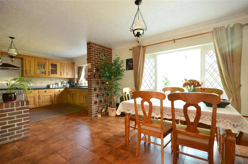 4 Bedrooms Detached House for sale in Cyprus Road, Fareham, Hampshire